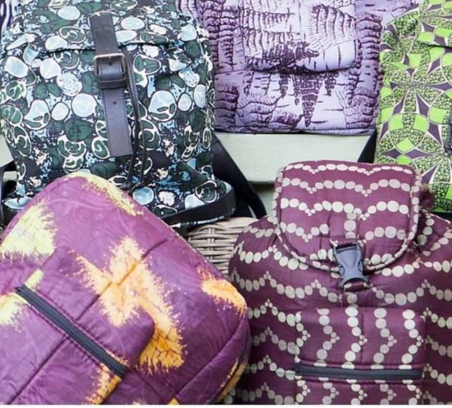 Emprendedora moda sostenible de bolsos