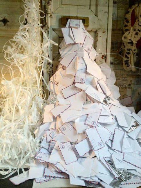 Árbol de navidad con cartas de los Reyes Magos