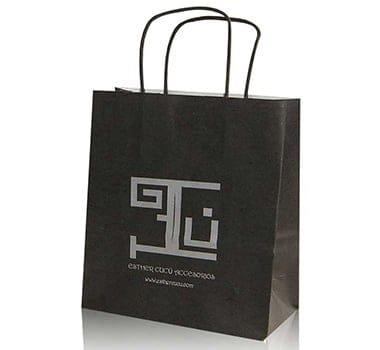 bolsa-de-papel-en-color-negro-para-tienda-de-accesorios