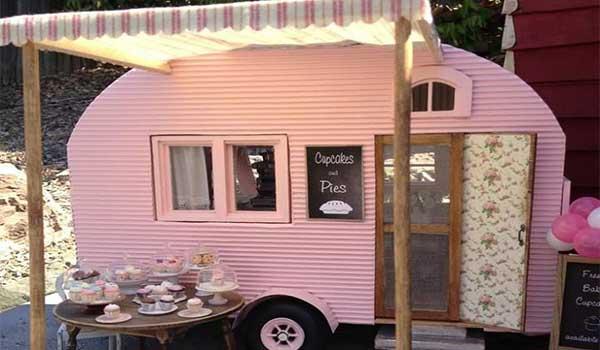 caravana-rosa-venta-de-cupcakes