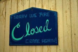 cartel de closed