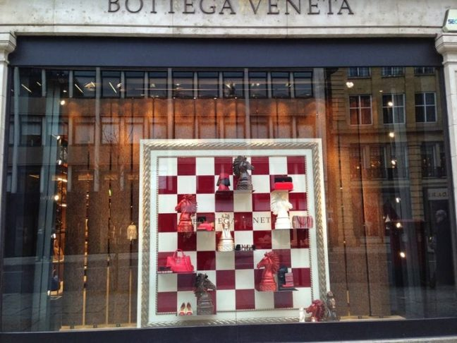 escaparate con ajedrez