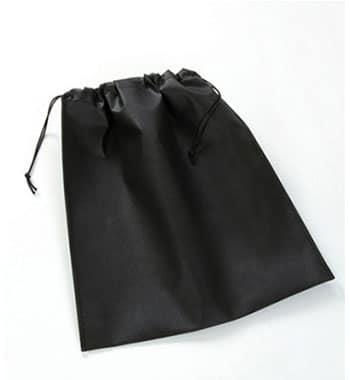 funda negra con cordon