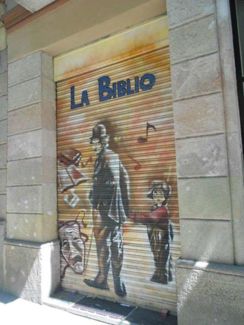 grafiti en persiana de tienda