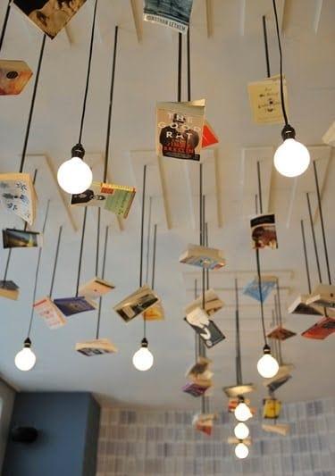 Libros colgantes con libros
