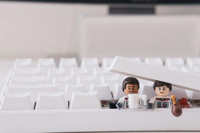 Jugar con LEGO en el trabajo