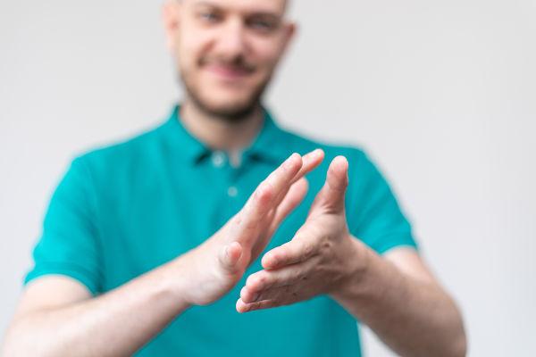 servicio de atencion al cliente en lengua de signos Bolsalea